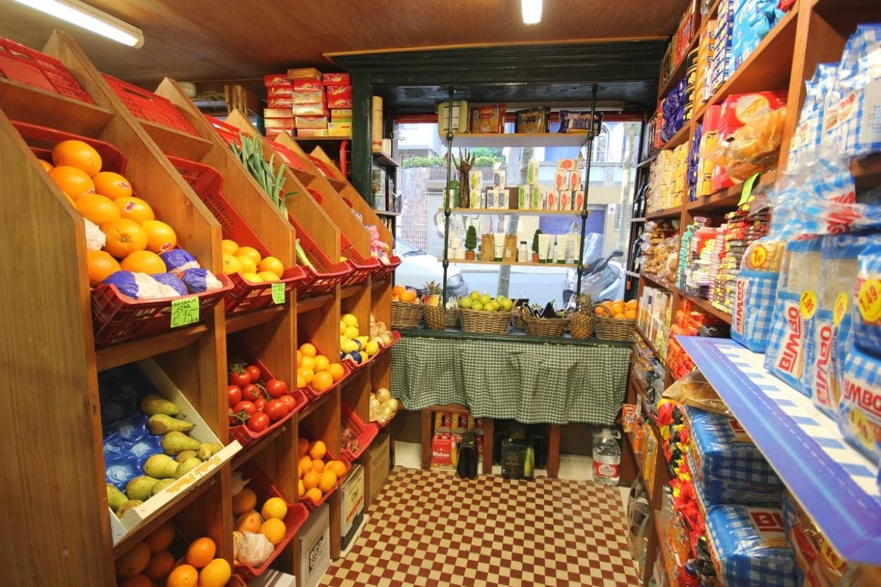 Foto: Interior de Ultramarinos La Hermida, La tienda de Tomás