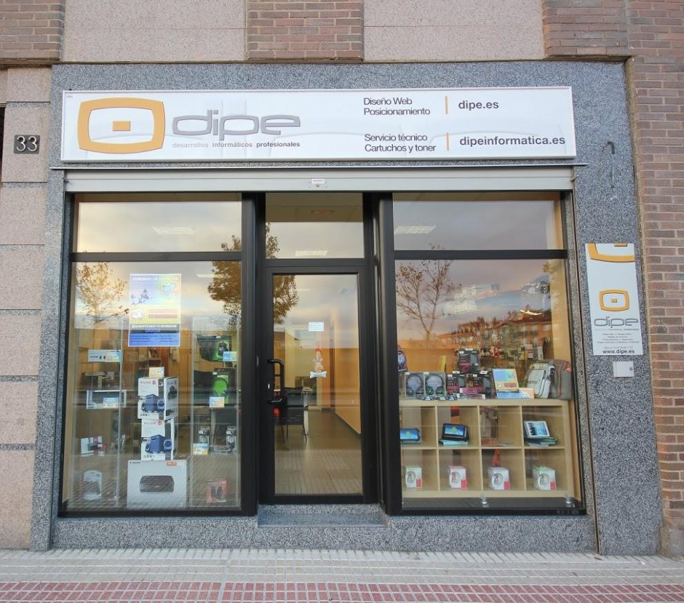 Foto: DIPE Salamanca, fachada de la tienda de informática