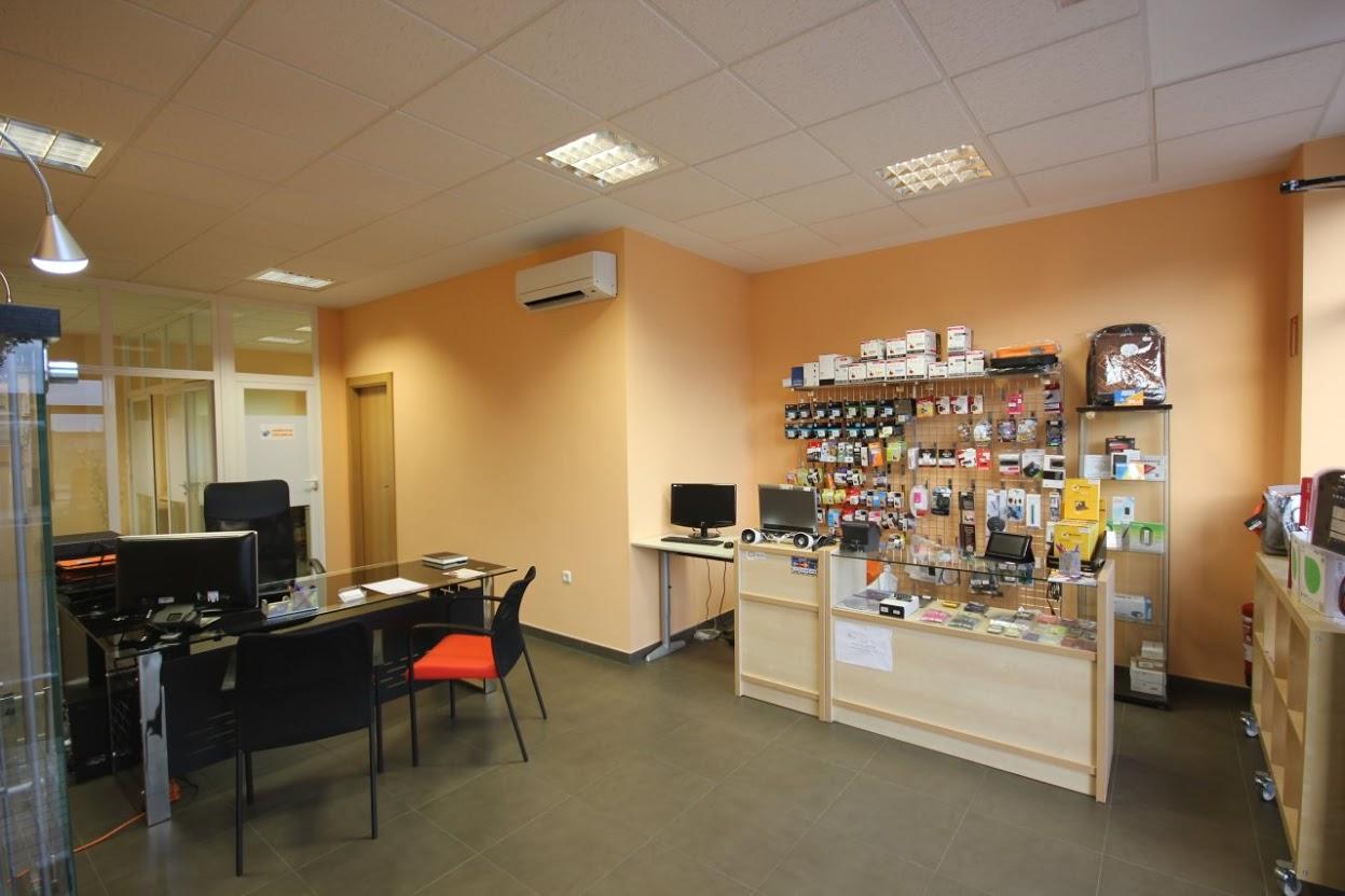 Foto: DIPE Salamanca, interior de la tienda de informática