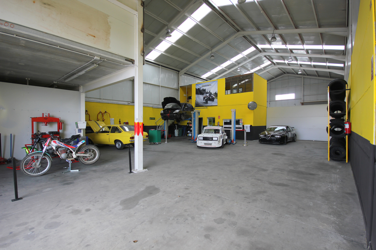 Foto: taller mecanico en Ávila Neumaticos Motoval interior 5