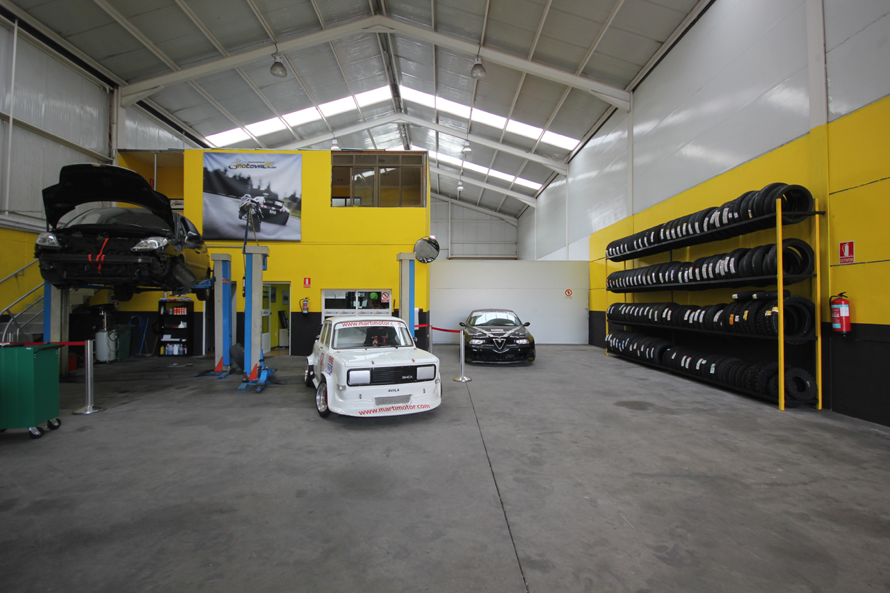 Foto: taller mecanico en Ávila Neumaticos Motoval interior 4