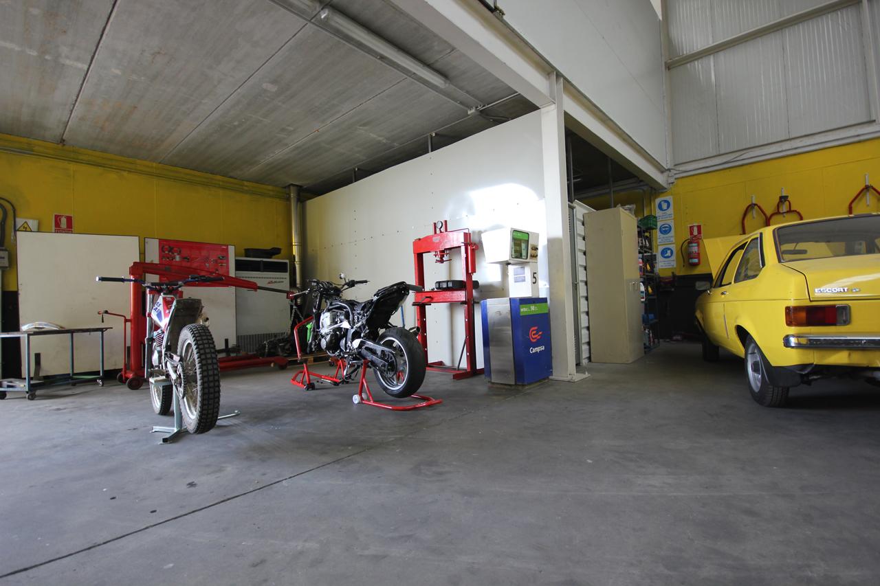 Foto: taller mecanico en Ávila Neumaticos Motoval interior 3