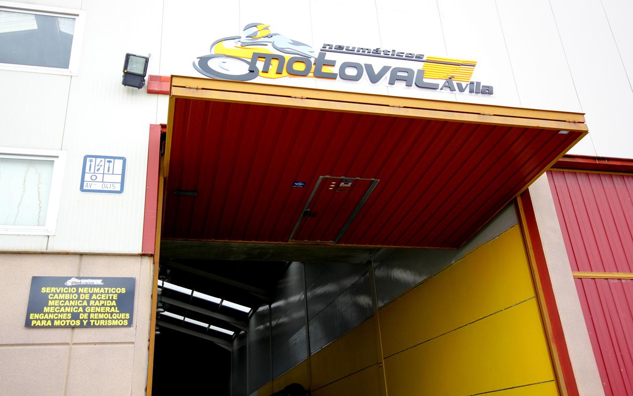 Foto: taller mecanico en Ávila Neumaticos Motoval fachada