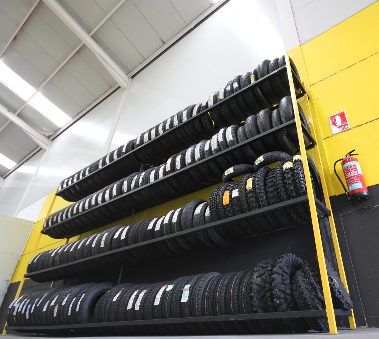 Foto: taller mecanico en Ávila Neumaticos Motoval - ruedas