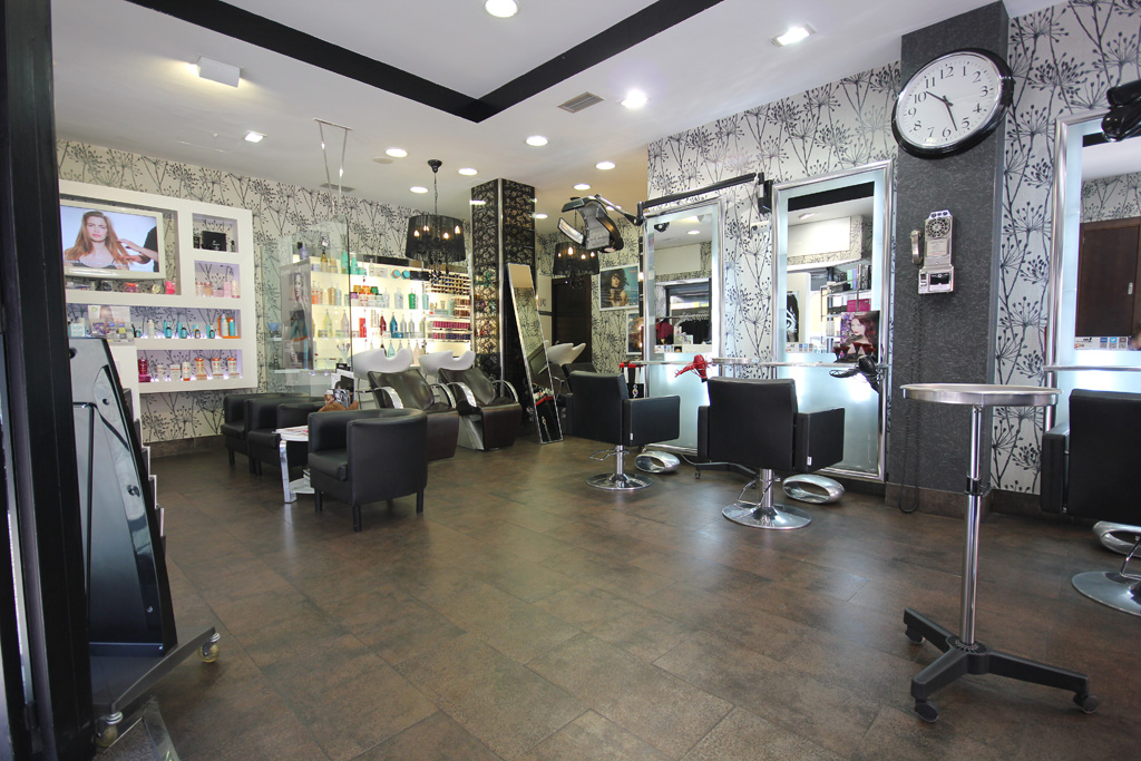 Peluquer a oh peluqueros nueva decoraci n nueva visita virtual fot grafo google street - Decoracion para peluqueria ...