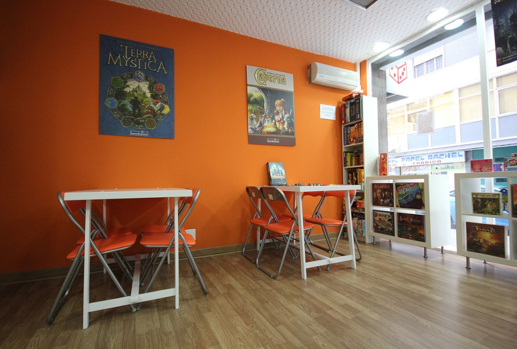 Homoludicus Tienda de juegos de mesa en Salamanca mesas para jugar